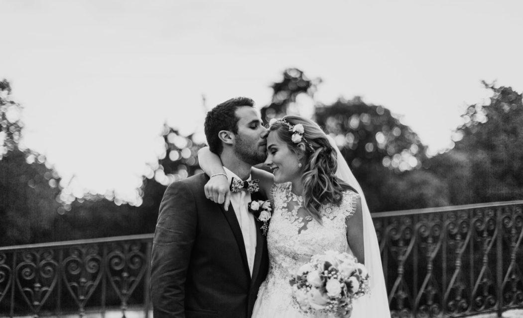 Photographie de mariage - mariés romantique Bohème rock au château de Barbega-Blog