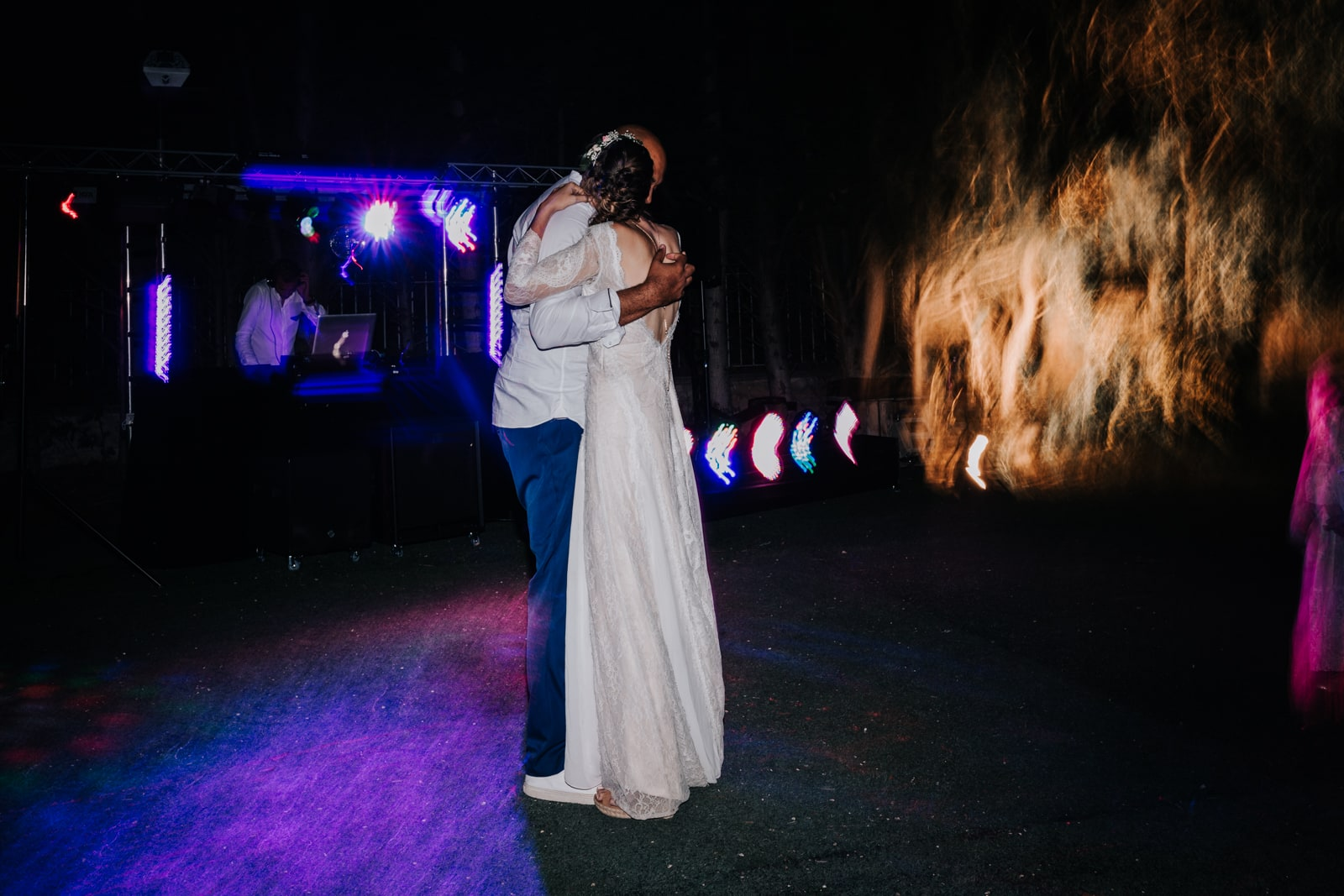Danse des mariée sous le ciel de la Provence-Delphine Closse Photographe
