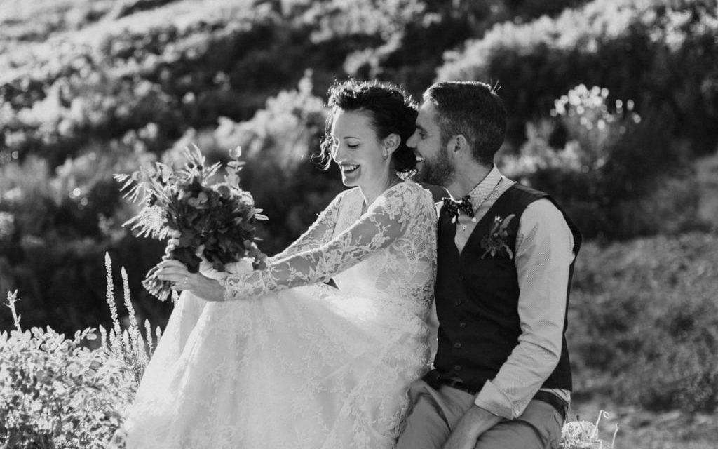 Photographe Rock de mariage à Marseille- blog article inspiration nature et Chic-couple mariés et robe créateur Naira Sargsyan - Delphinacphotographie