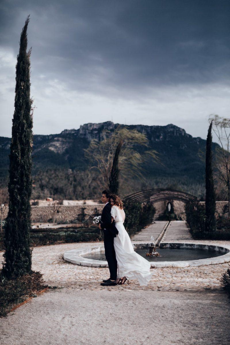 The couple-colline du var -Bastide saint julien-Delphine Closse photographe