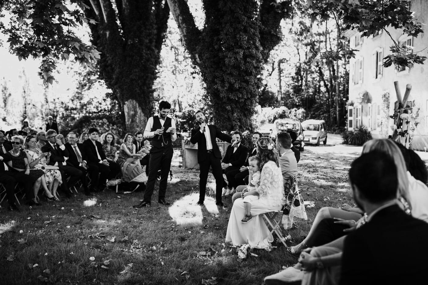 Cérémonie laïque dans le parc du chateau du Griffon-Delphine Closse