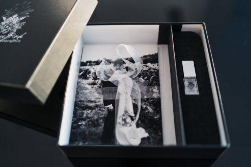 Infos pratiques-Boite et clé usb avec tirages photo-Delphine Closse