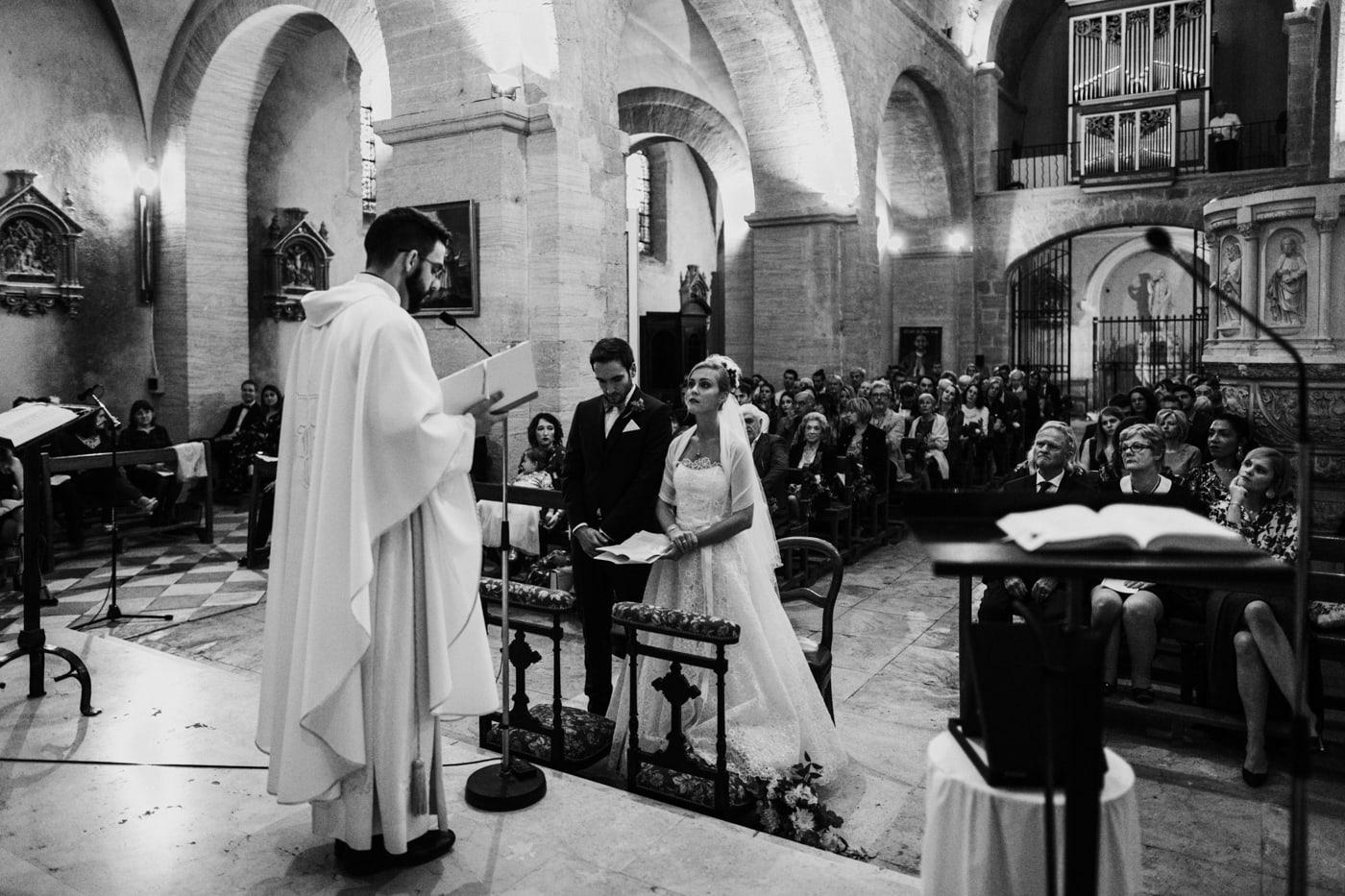 Bénédiction religieuse de mariage à L'église de Chateauneuf du Pape-Delphine closse