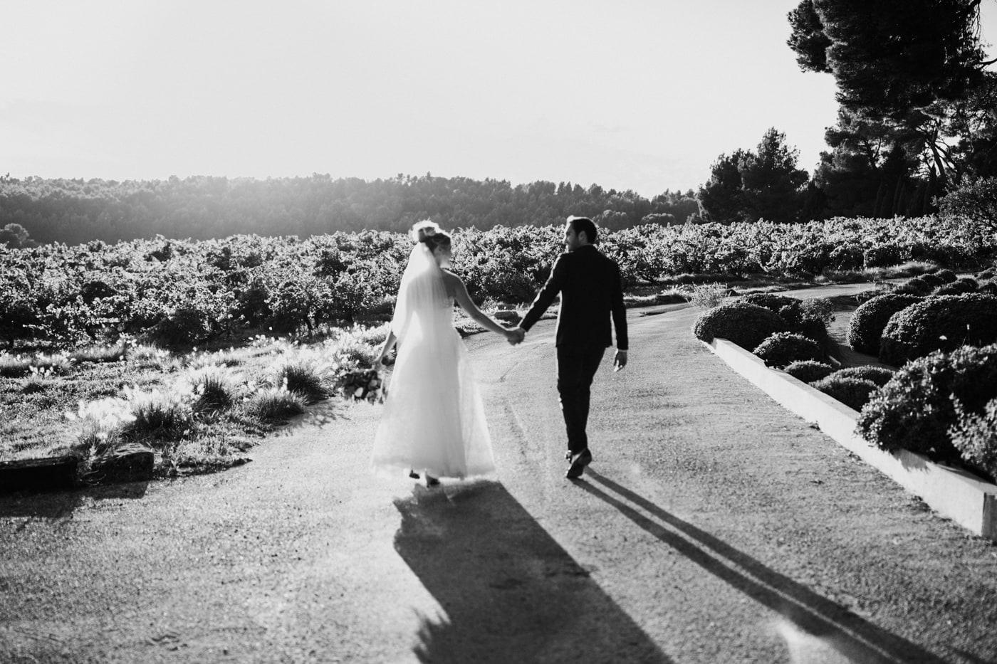 Séance photo de couple-Mariage au château Latour Vaucros-Delphine Closse