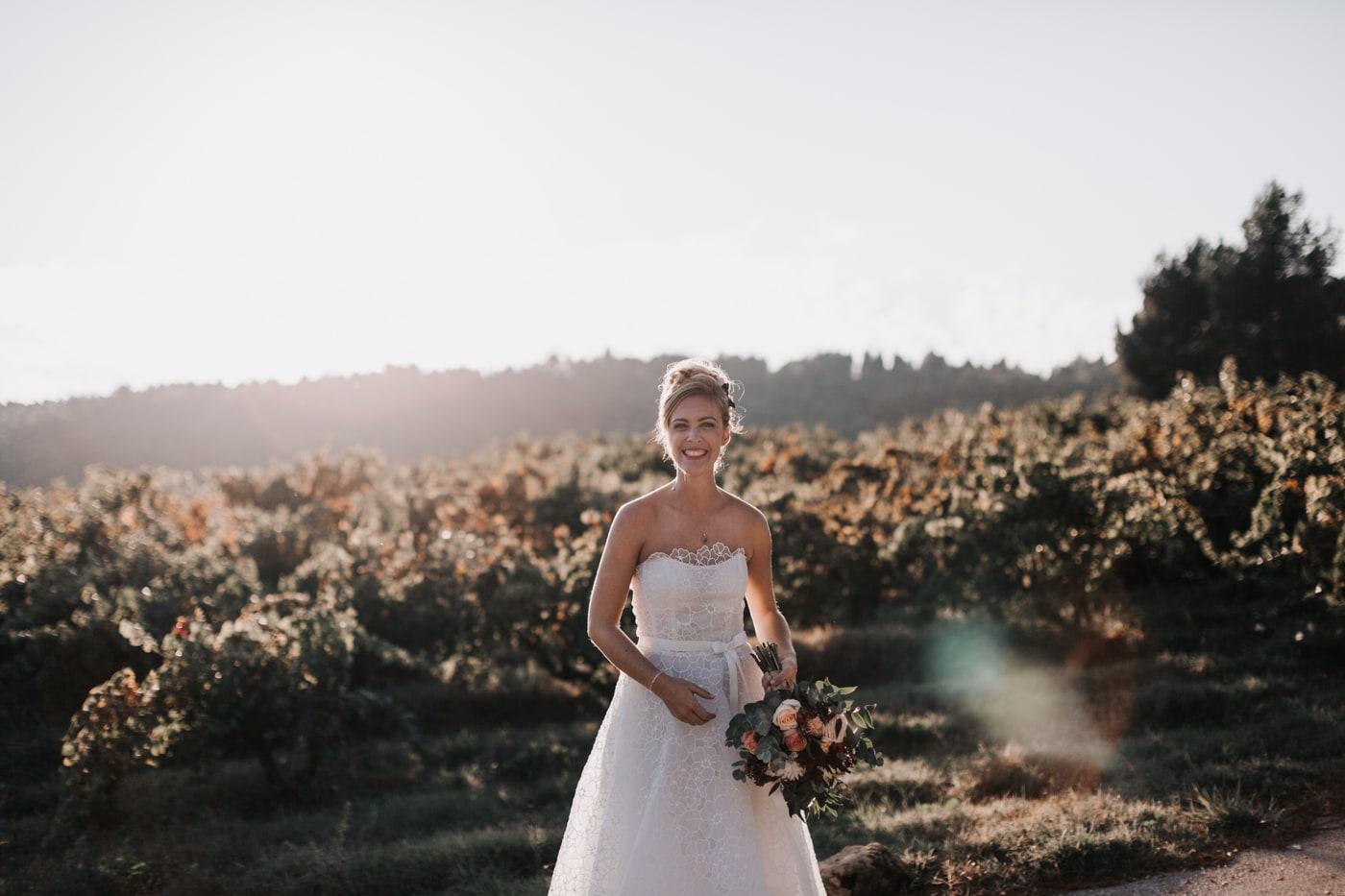 Mariée heureuse-Mariage au château Latour Vaucros-Delphine Closse