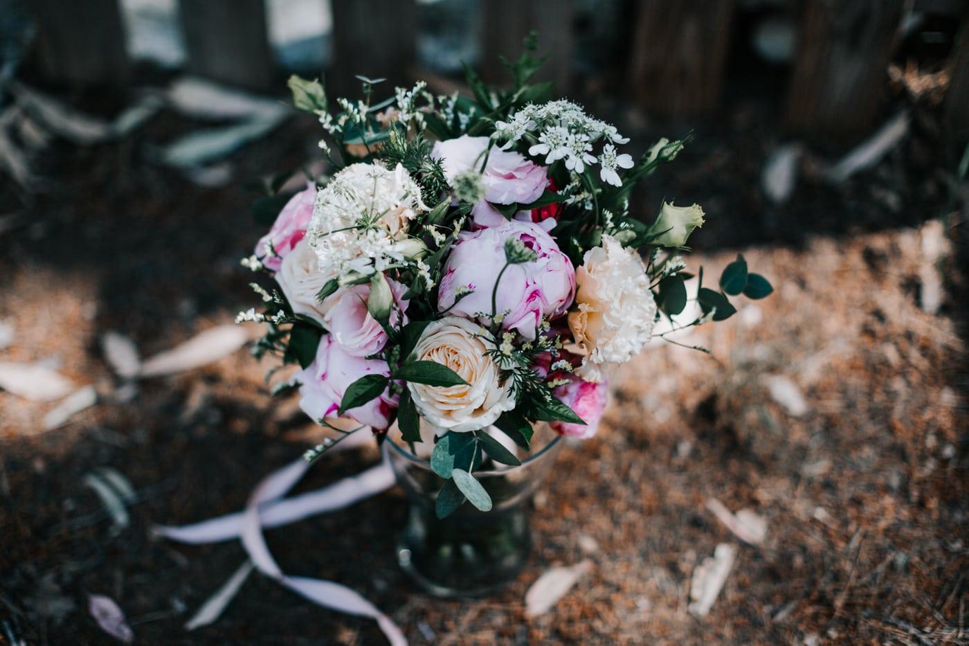 Bouquet de mariée par Virginie D'Alessio-Mariage au domaine de la Baratone-Delphine Closse
