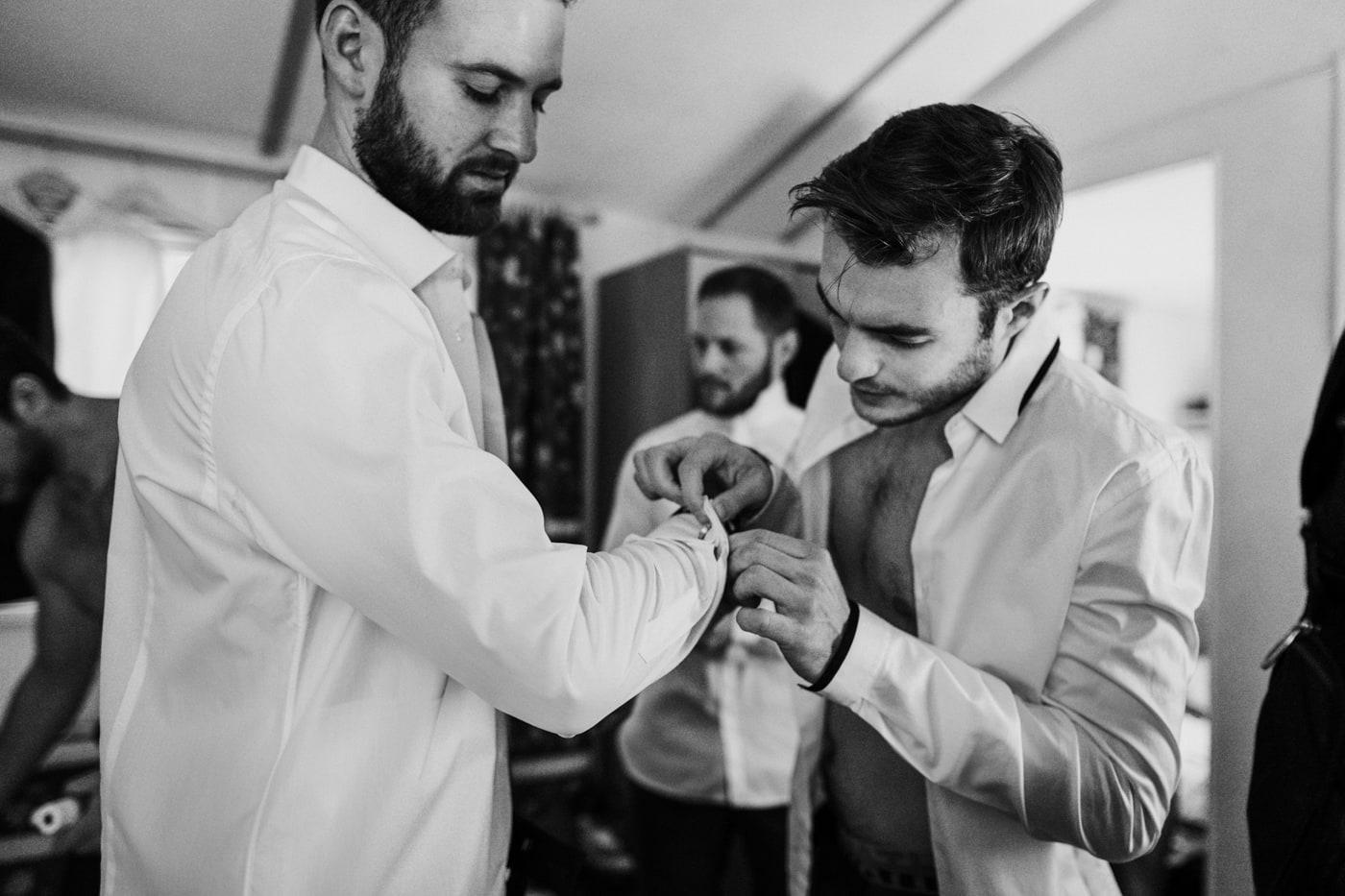 Préparatifs du marié -Mariage au domaine de la Baratone-Delphine Closse