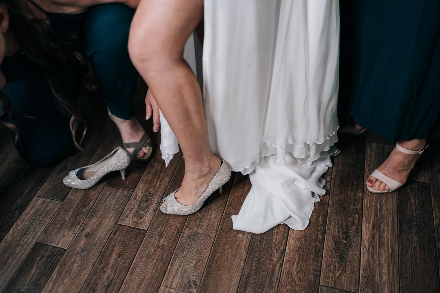 chaussure de la mariée-Mariage au domaine de la Baratone-Delphine Closse