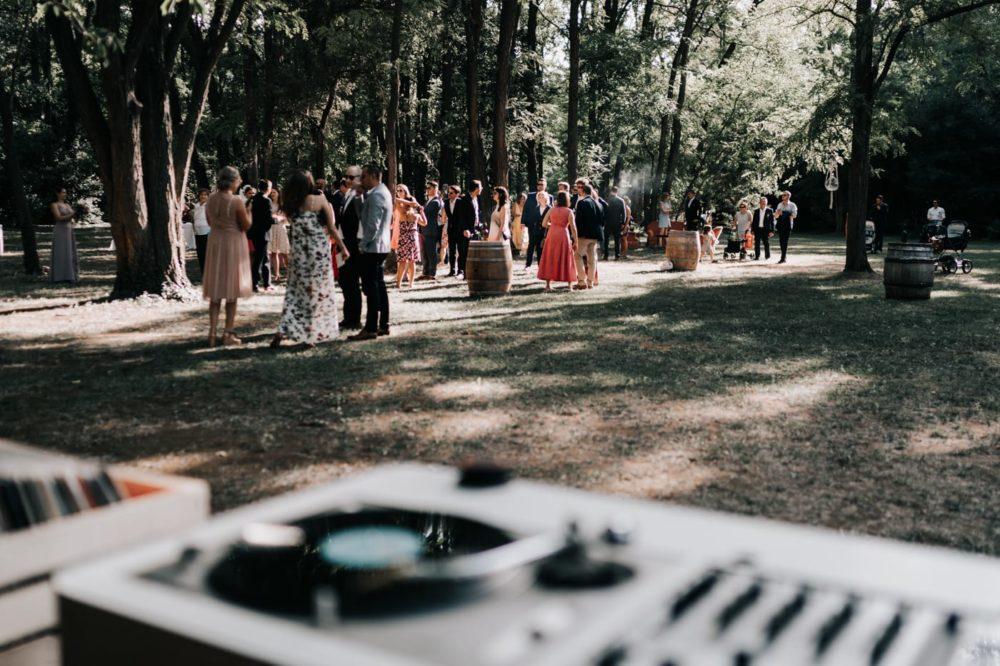 DJ vinyle au Cocktail-Mariage bohème au domaine du taleur-Avignon-Delphine Closse