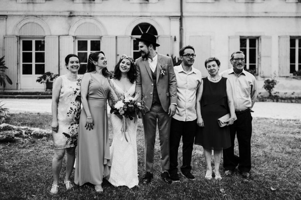séance photo de groupe-Mariage bohème au domaine du taleur-Avignon-Delphine Closse