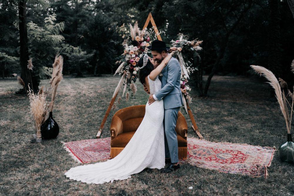 Couple-Mariage bohème au domaine du taleur-Avignon-Delphine Closse