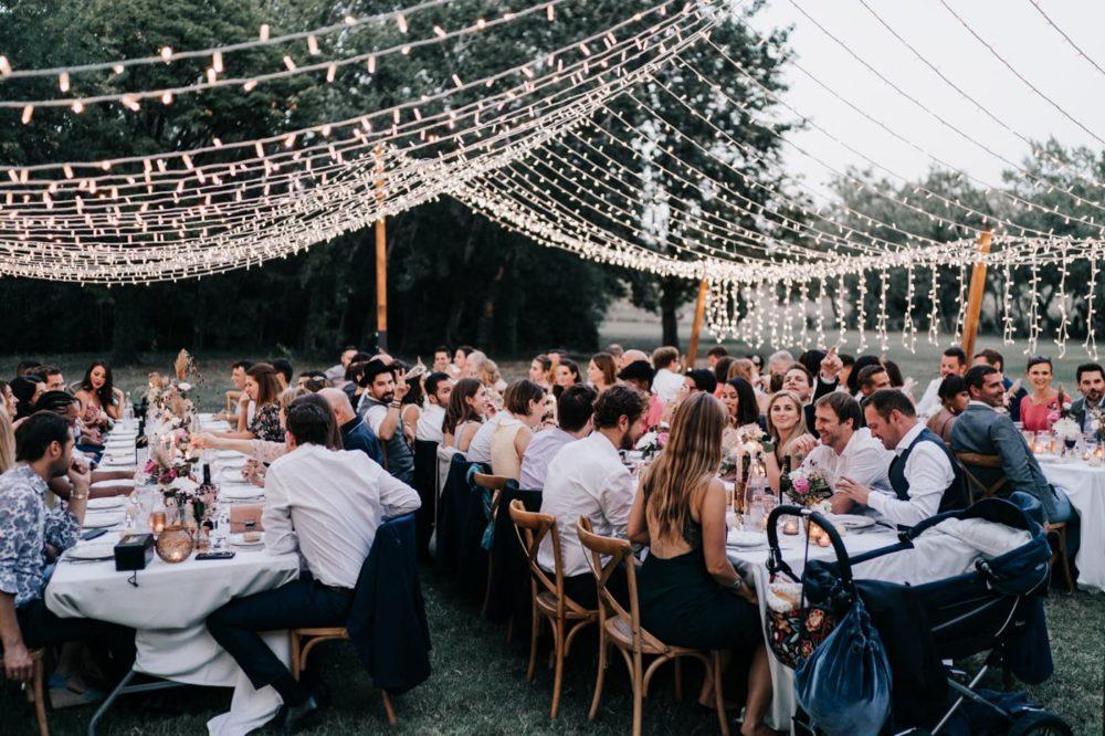 Diner-Couple de mariés Gypsy bohème-Mariage bohème au domaine du taleur-Avignon-Delphine Closse
