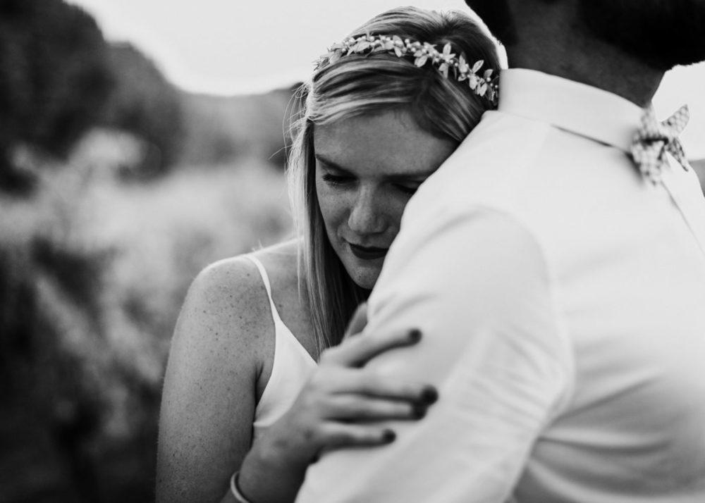 séance photo de couple de mariés-mariage Cadière D'Azur- Domaine de Rochebelle #freeloverock-Delphine Closse