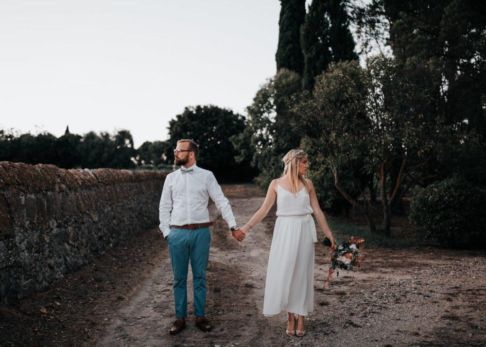 la pause de l'arret de bus-mariage Cadière D'Azur- Domaine de Rochebelle #freeloverock-Delphine Closse
