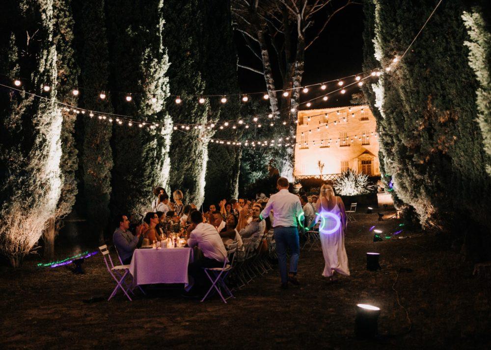 soirée des mariés sous les cyprès-mariage Cadière D'Azur- Domaine de Rochebelle #freeloverock-Delphine Closse