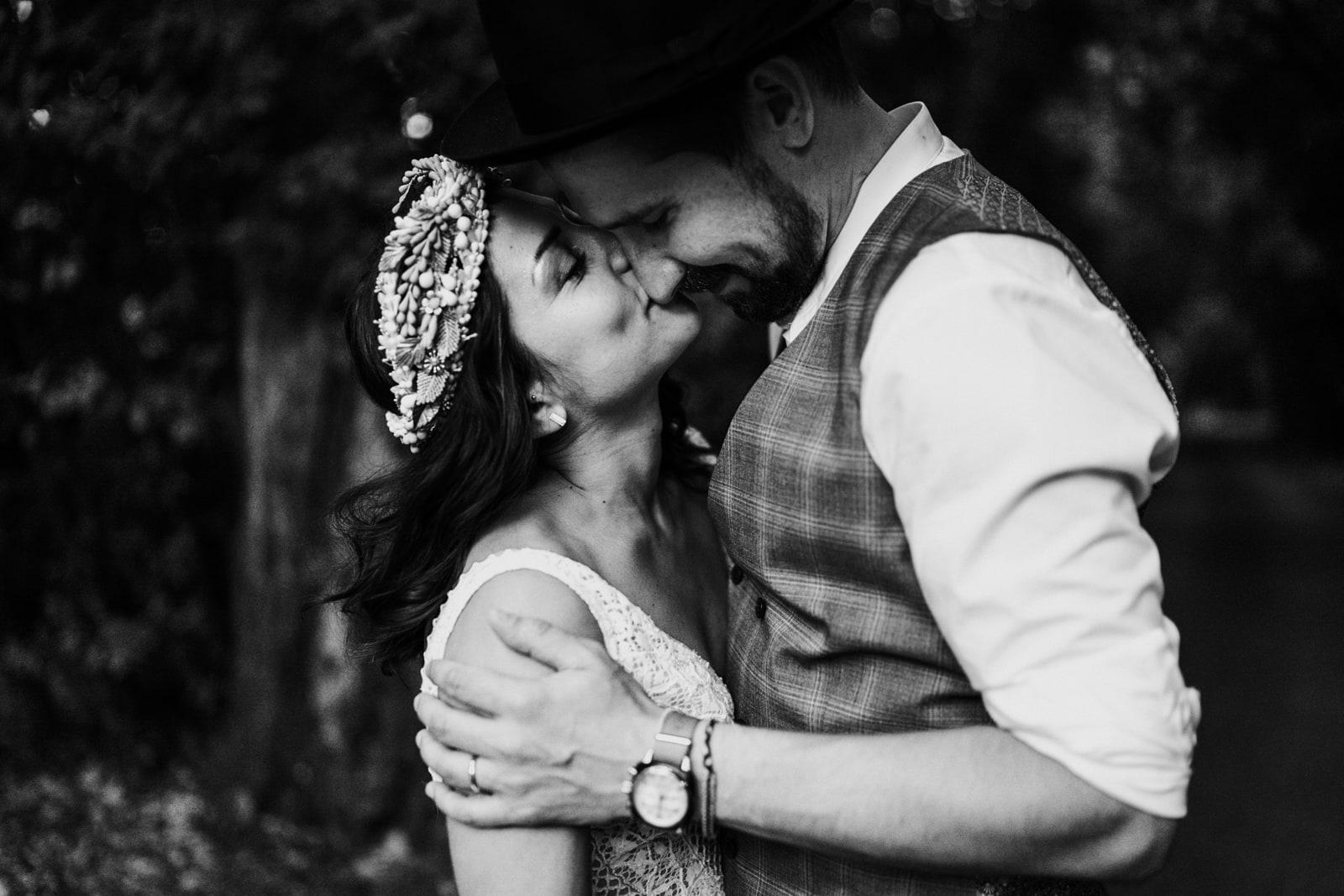 Couple mariage folk-Avignon-Delphine Closse