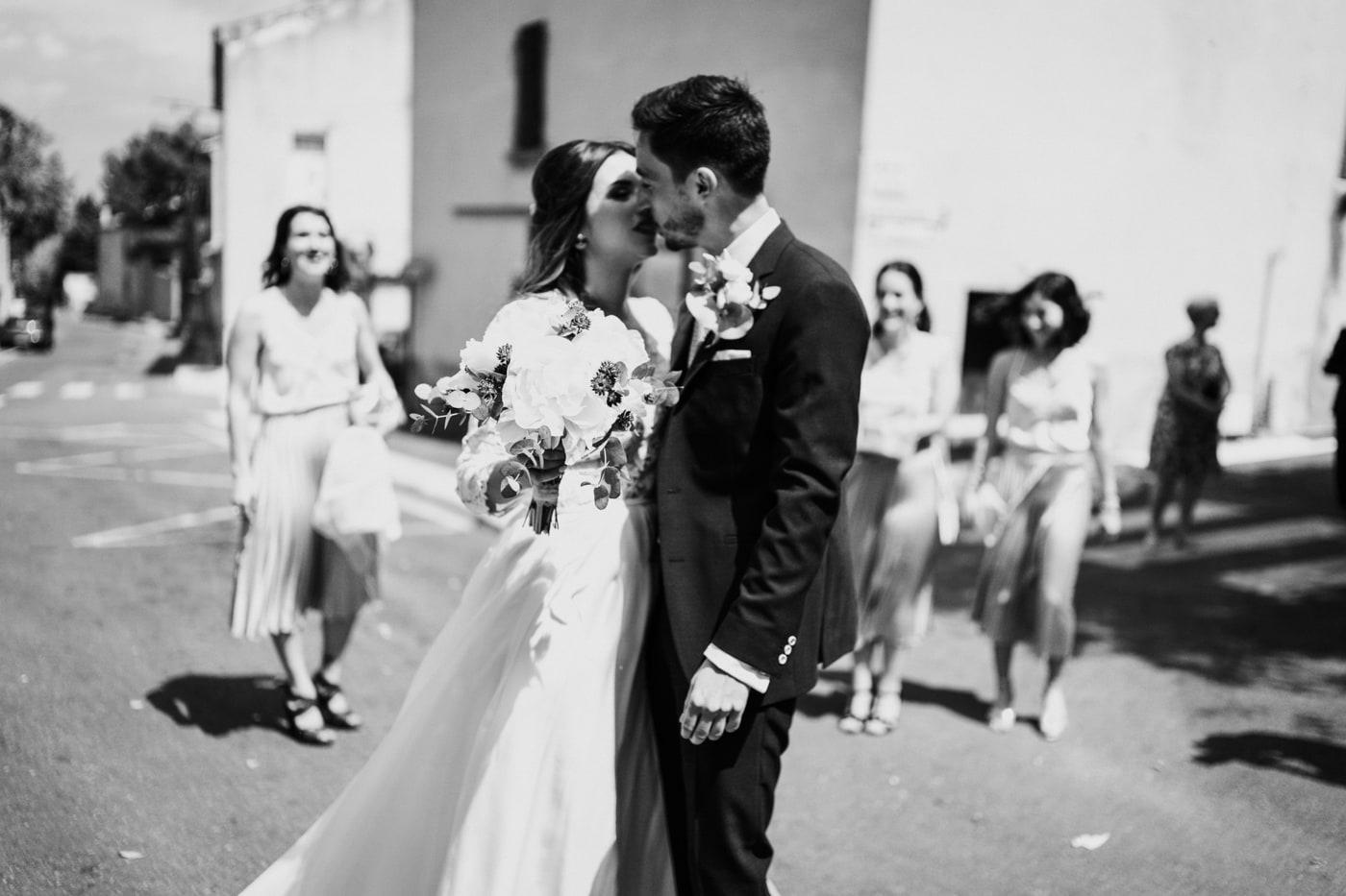 Couple mariés-Mariage chic et moderne sur l'ile de Barthelasse-Delphine Closse