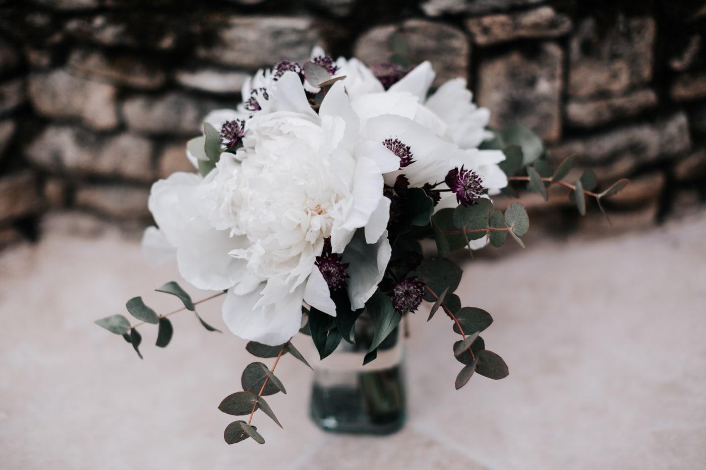 Bouquet mariée-Mariage chic et moderne sur l'ile de Barthelasse-Delphine Closse
