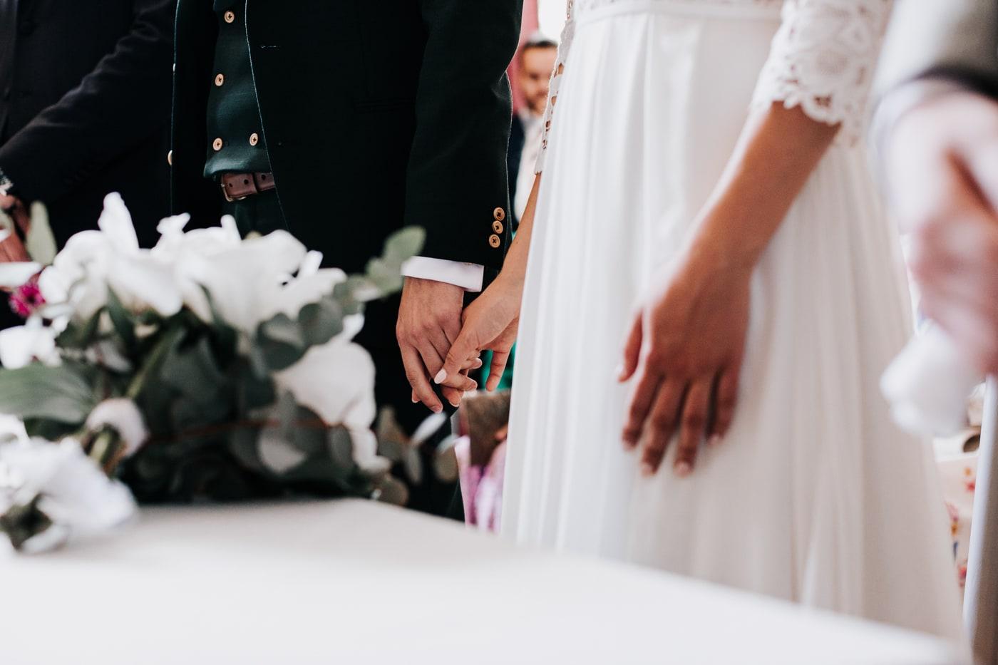Mariage civil-Mariage chic et moderne sur l'ile de Barthelasse-Delphine Closse