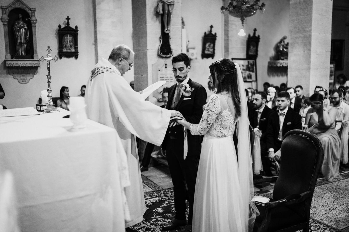 Mariage religieux-Jonquerette-Mariage chic et moderne sur l'ile de Barthelasse-Delphine Closse