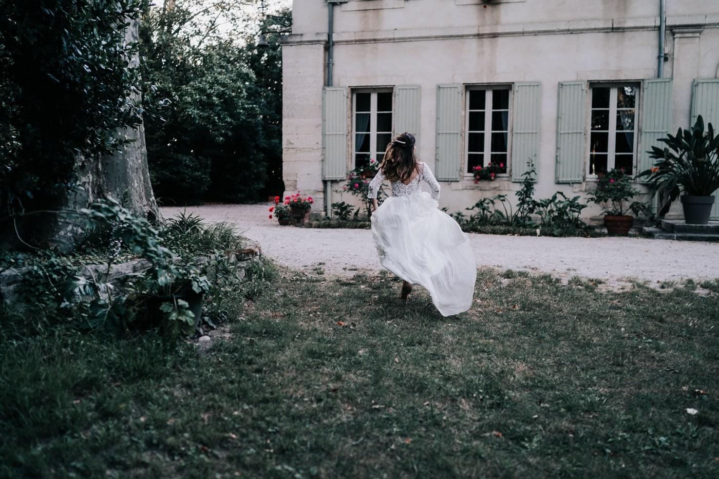 c'est l'heure de la séance couple-Mariage Sophie&Paul-Domaine du Taleur-Delphine Closse